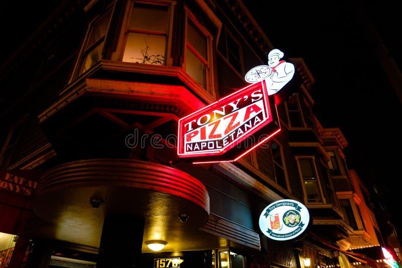 Historisk Tonys restaurang för Napoletana pizza arkivfoton