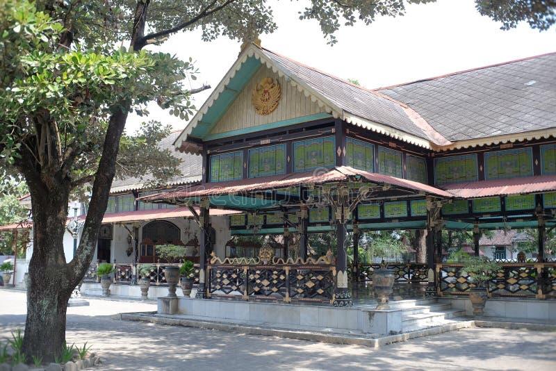 Historiska arvbyggnader i det Yogyakarta slottkomplexet royaltyfri fotografi
