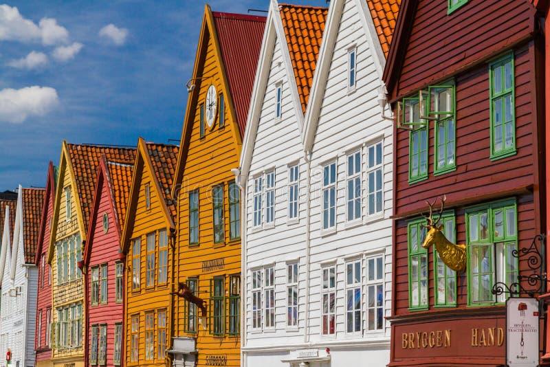 Historiska Bryggen byggnader i Bergen Norway arkivbilder