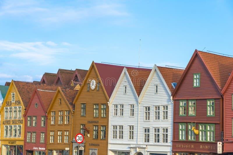 Historiska byggnader av Bryggen i staden av Bergen, Norge arkivbild