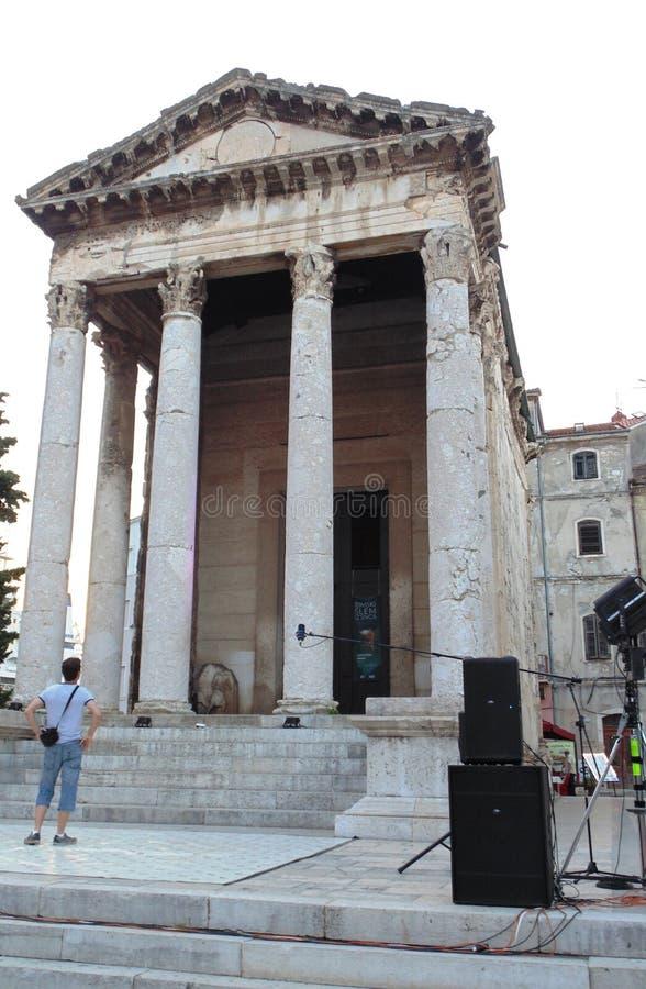 Historiska byggnader/gammal romersk tempel arkivfoto