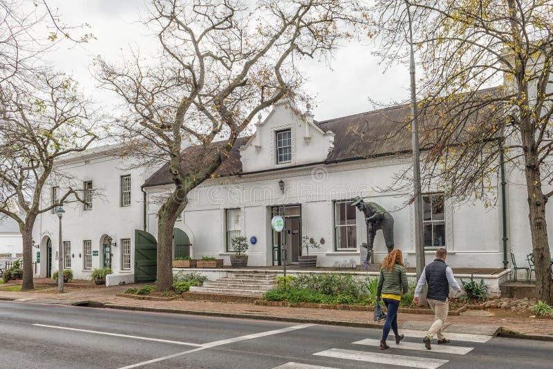 Historiska byggnader i den Dorp gatan i Stellenbosch royaltyfri bild