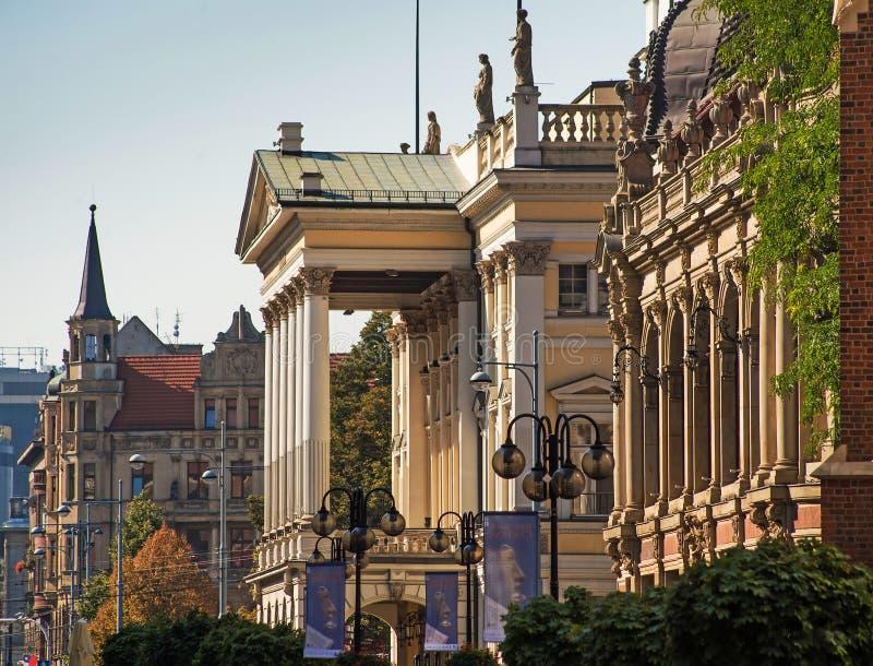Historiska byggnader i en gammal europeisk stad arkivbild