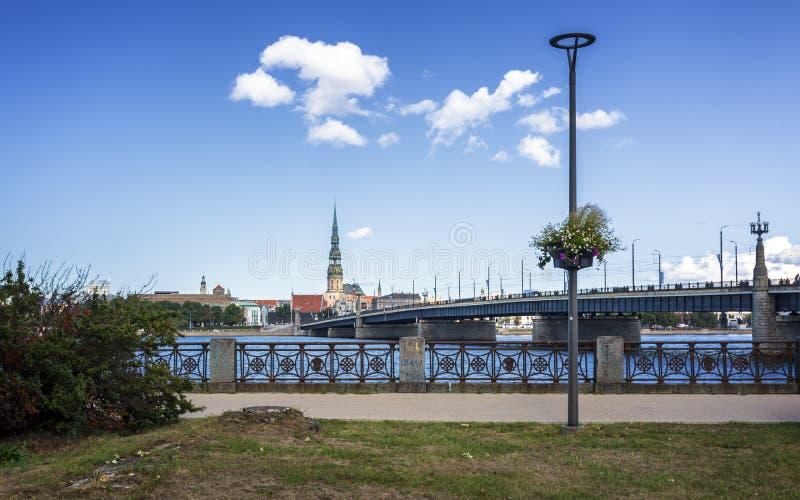 Historiska byggnader i gamla Riga arkivfoton