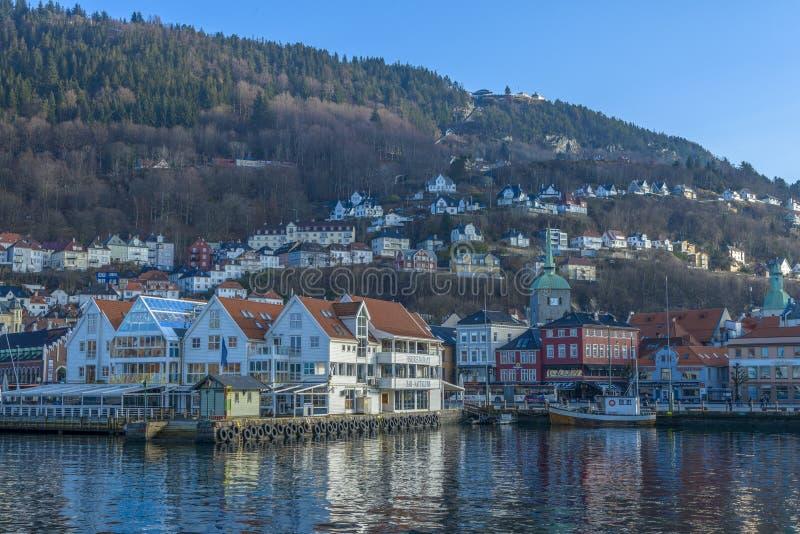 Historiska byggnader i staden av Bergen, Norge arkivfoto