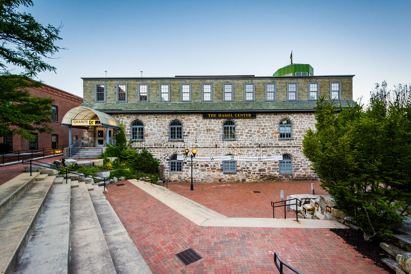 Historiska byggnader på Eagle Square, i harmoni, New Hampshire arkivfoto