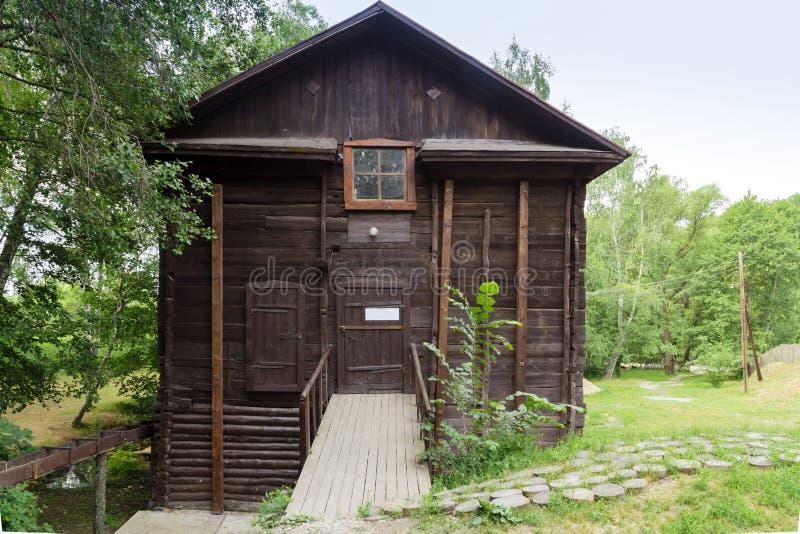 Historiska forntida gränsmärken av den Saratov regionen, Ryssland En serie av foto Gammalt återställt trävatten maler av det 19th arkivfoton