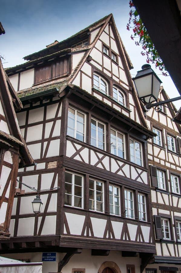 historiska korsvirkes- hus i Strasbourg royaltyfri foto