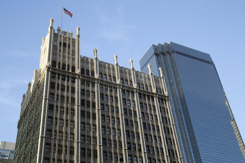 Historiska och moderna byggnader arkivfoto