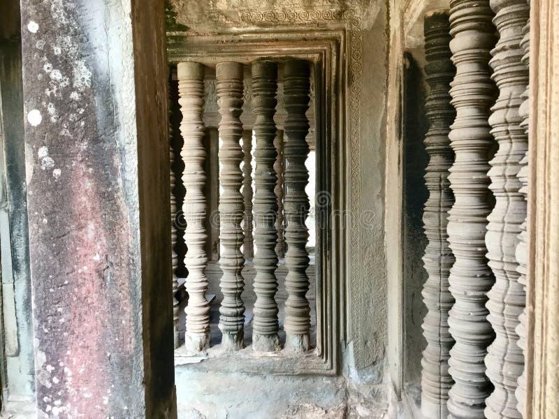Historiska pelare forntida arkitektur Angkor Wat hinduiskt tempel för den cambodia för angkoren skördar banteay lotuses laken sie arkivbild
