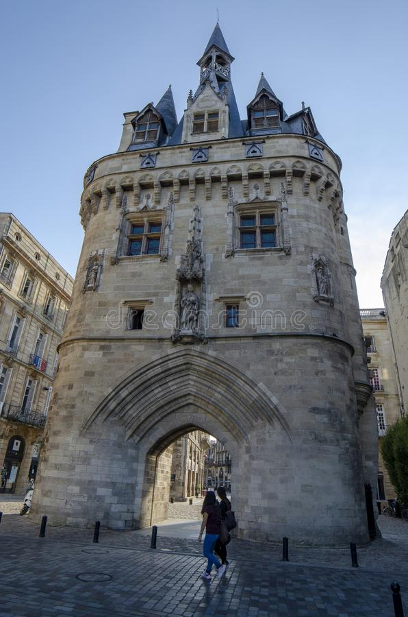 Historiska Porte Cailhau i Bordeaux, Frankrike arkivfoto