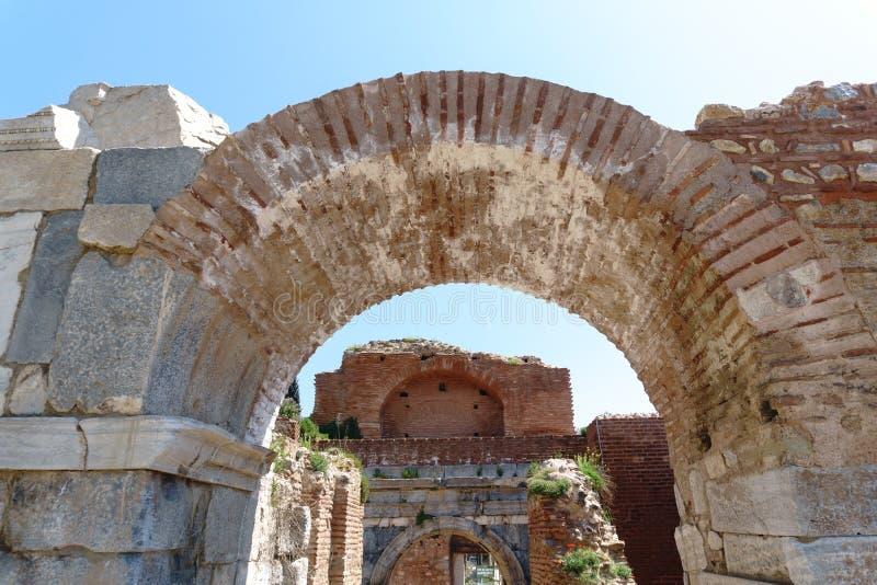 Historiska stenväggar och dörrar av Iznik royaltyfria bilder