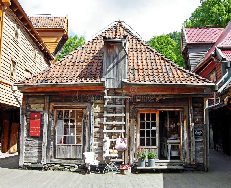Historiska trähus i Bergen (Norge) royaltyfri fotografi