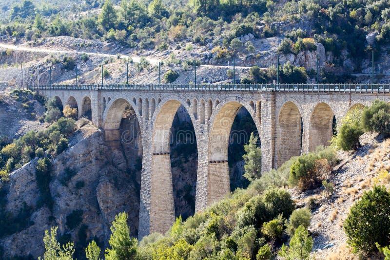 Historiska Varda Bridge, Turkiet/Adana Loppbegreppsfoto arkivbild