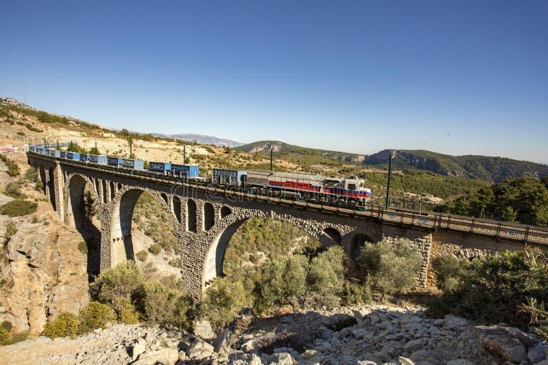 Historiska Varda Bridge, Turkiet/Adana Loppbegreppsfoto arkivbilder