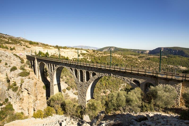 Historiska Varda Bridge, Turkiet/Adana Loppbegreppsfoto royaltyfri fotografi