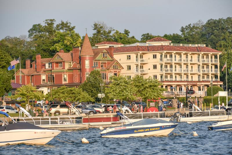 Historiskt Baker House och Condos i Genèvesjön, WI royaltyfria bilder
