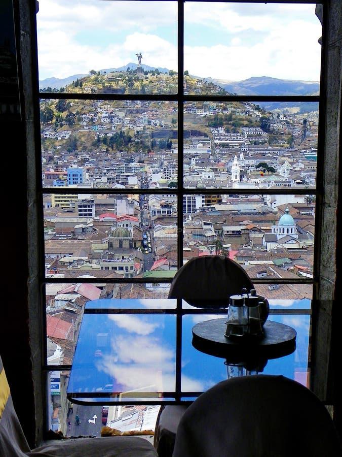 Historiskt centrum av Quito, Ecuador Sikt på den Panecillo kullen arkivfoton