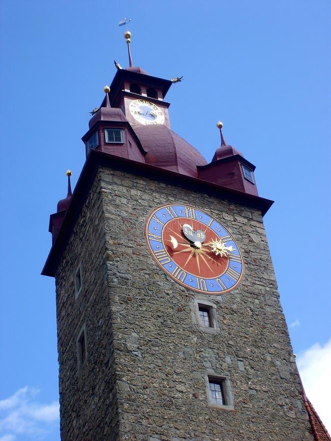 Historiskt centrum med det härliga tornet, Luzern, Schweiz fotografering för bildbyråer