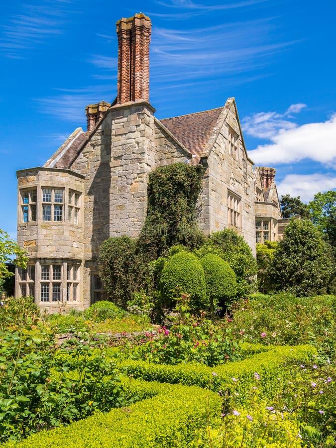 Historiskt engelskt landshus royaltyfria foton