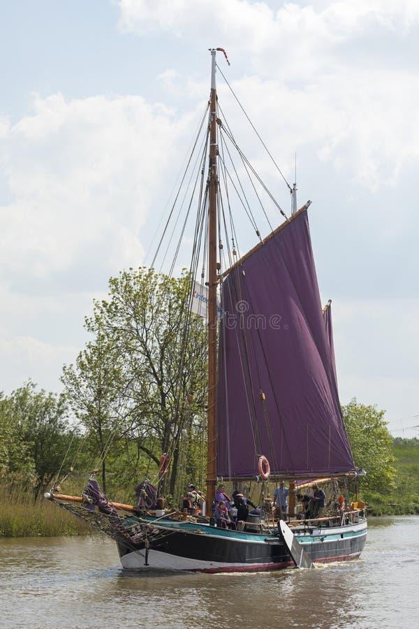 Historiskt flatbottnat fartyg Wilhelmine von Stade royaltyfria bilder