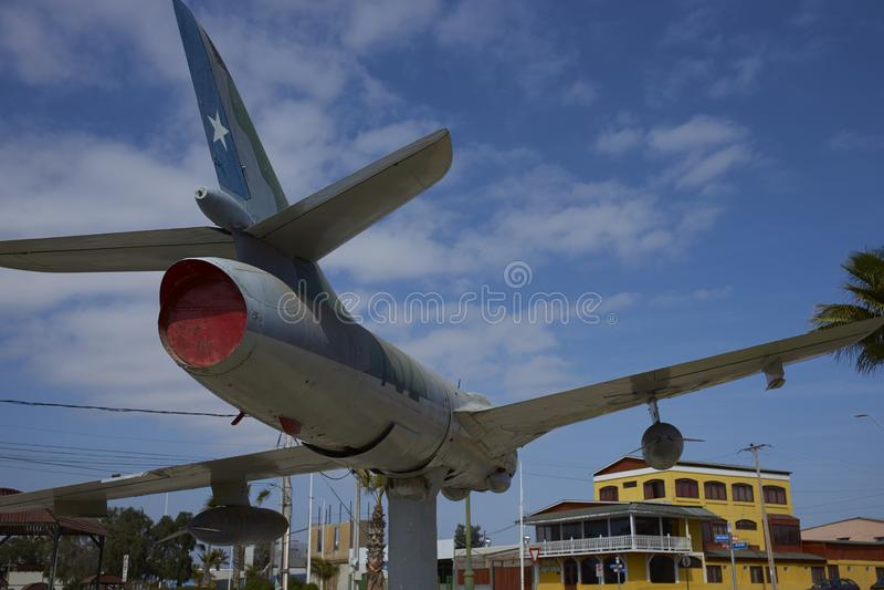Historiskt flygplan i den kust- staden av Mejillones, Chile royaltyfri bild