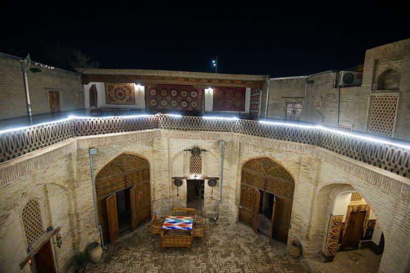 Historiskt forntida gammalt islamhus, Bukhara, Uzbekistan royaltyfri bild