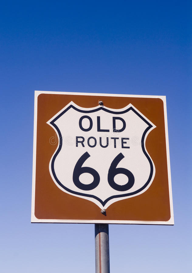 historiskt gammalt tecken för route 66 arkivbilder