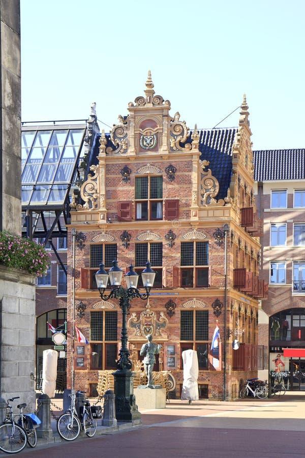 Historiskt guld- kontor i den Groningen staden, Holland royaltyfria bilder