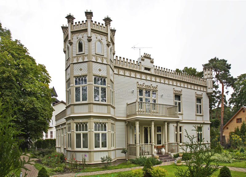 Historiskt hus i Jurmala latvia royaltyfria bilder