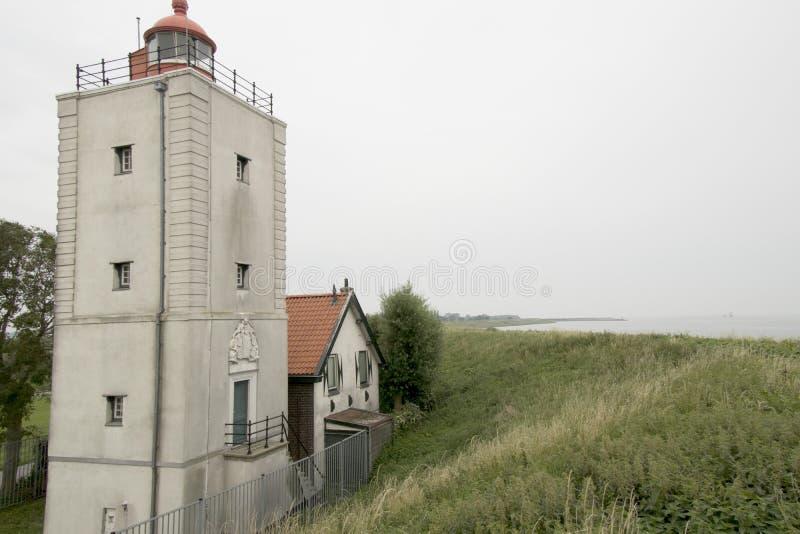 Historiskt ljust hus De Ven i Oosterdijk royaltyfri bild