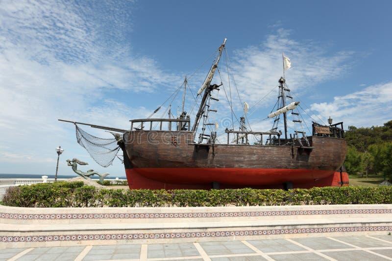 Historiskt seglingskepp i Santander, Spanien arkivfoto