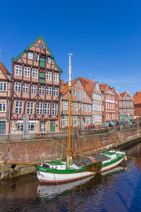 Historiskt skepp i den gamla hamnen av Stade royaltyfri foto