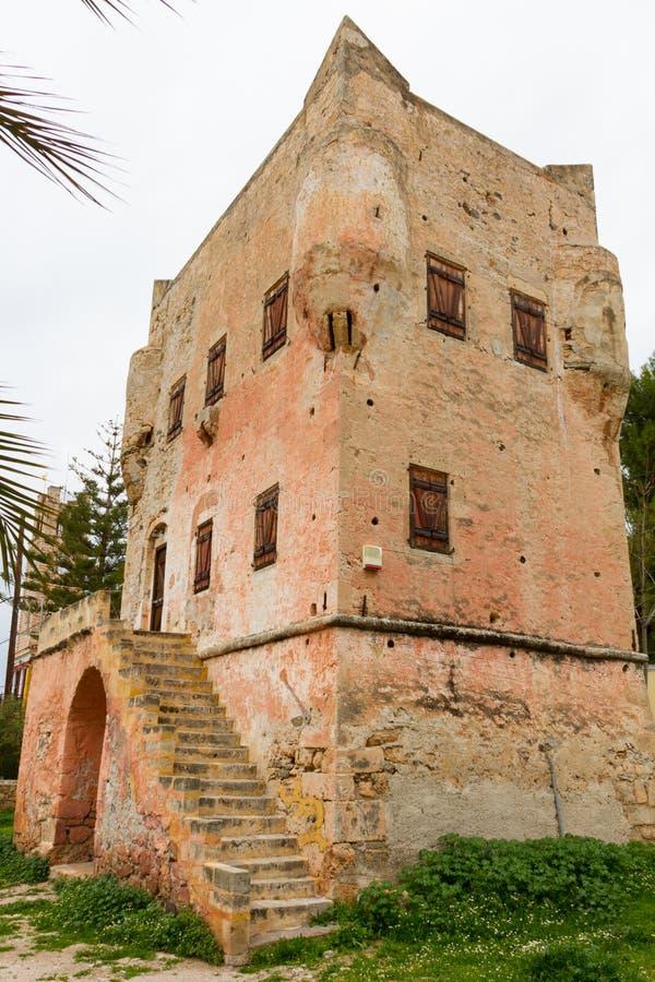 Historiskt torn av Markellos i staden av Aegina, ö av Aeg arkivbilder