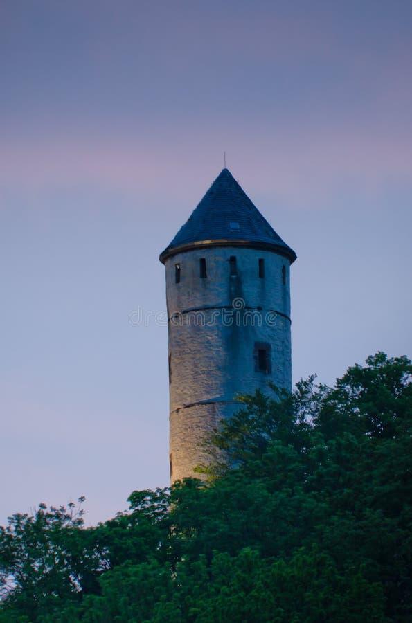 Historiskt torn i pastellaftonljuset fotografering för bildbyråer