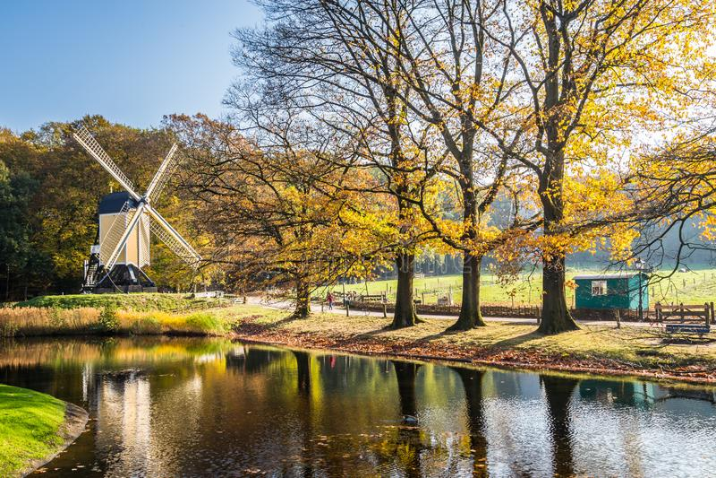 Historyczna Holenderska scena z wiatraczkiem zdjęcie stock
