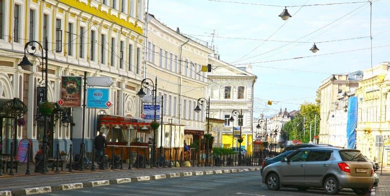 Historyczna Rozhdestvenskaya ulica w Nozhny Novgorod fotografia royalty free