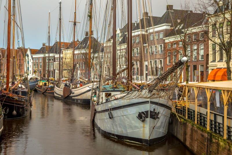 Historyczni żeglowanie statki przy rocznym Winterwelvaart festiwalem wokoło bożych narodzeń ponownie przeżyć starych czasy na sta obraz royalty free