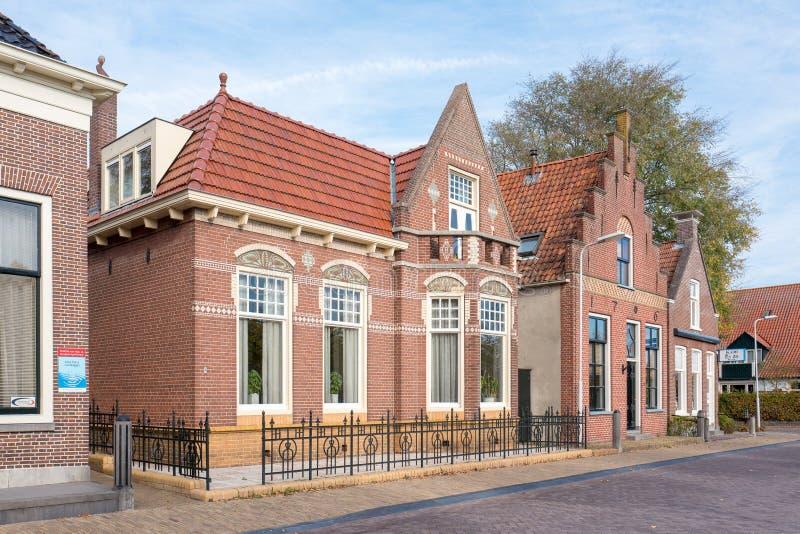 Historyczni budynki w mieście miedza w Friesland, holandie zdjęcie royalty free