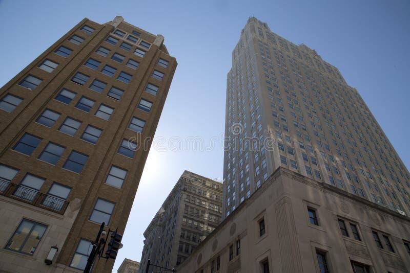 Historyczni i nowożytni budynki w w centrum Kansas obraz stock