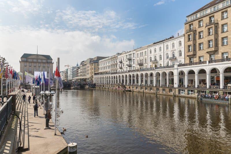 Historyczny centrum Hamburg przy towncanal Kleine Alster zdjęcie royalty free