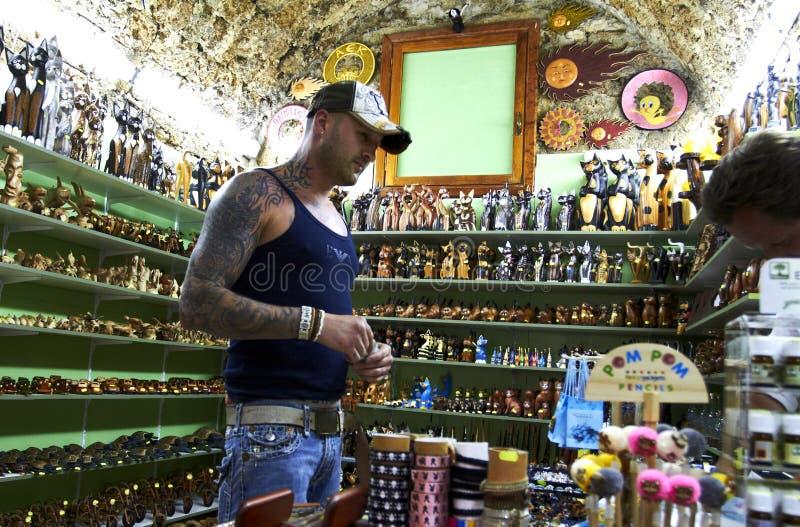 Historyczny centrum miasto Prezenta sklep dla turyst?w fotografia royalty free