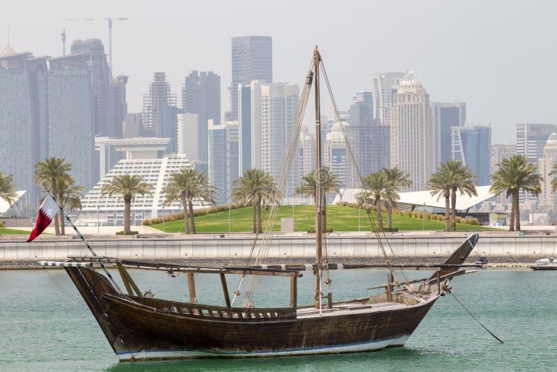 Historyczny dhow i góruje w Doha obraz royalty free