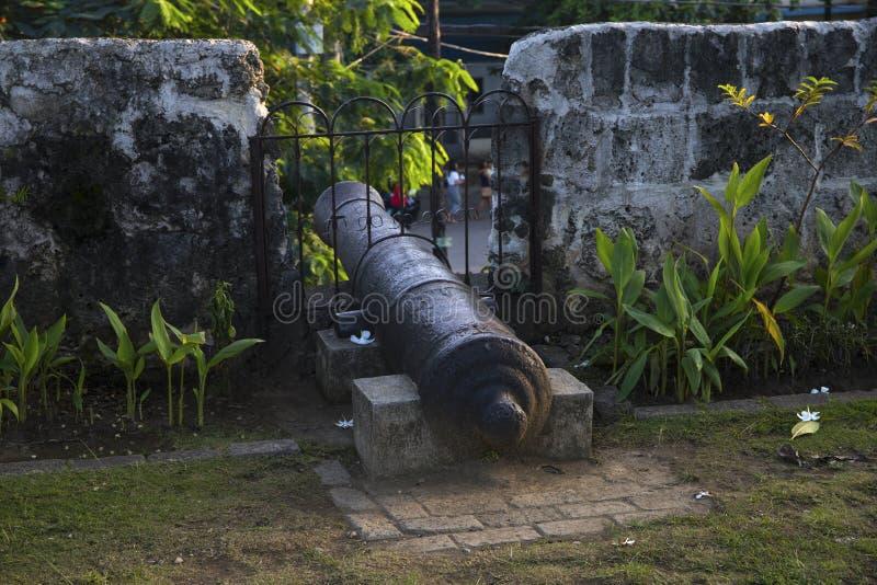 Historyczny działo w warownej ścianie Fortu San Pedro ściany działo Stary dziejowy fort w Filipiny obraz royalty free