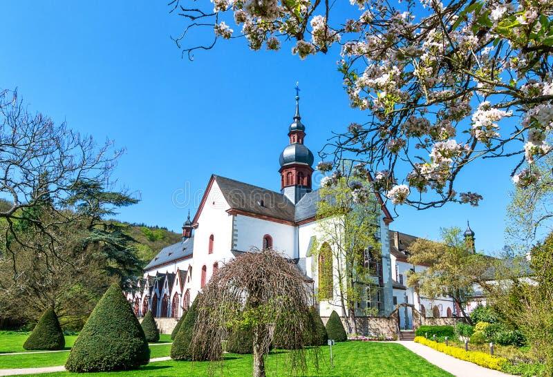 Historyczny Eberbach opactwo, Tajemniczy dziedzictwo Cysterscy michaelici w Rheingau, filmuje lokację dla filmu imię róża, zdjęcia stock
