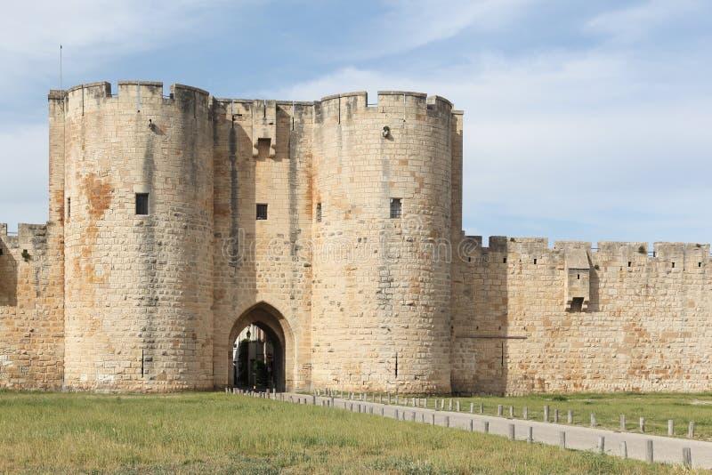 Historyczny góruje i ramparts w mieście Aigues-Mortes zdjęcia stock