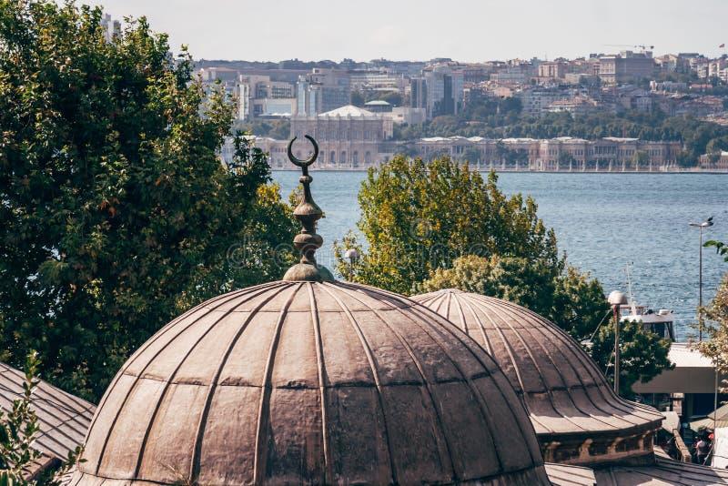 Historyczny Meczetowy Pobliski morze w Istanbuł, Turcja zdjęcie stock