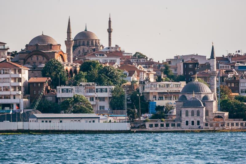 Historyczny Meczetowy Pobliski morze w Istanbuł, Turcja fotografia stock