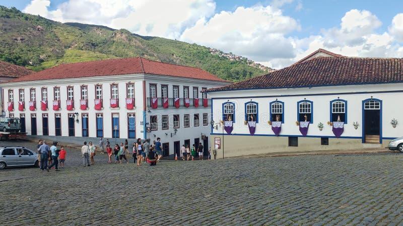Historyczny miasto Ouro Preto, minas gerais, Brazylia, Marzec 25, 2016, Katolicki wakacje Wielkanocny Piątek fotografia royalty free