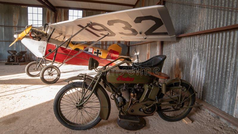 Historyczny motocykl, Sidecar i samolot, zdjęcia royalty free